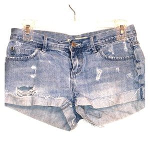 25- denim shorts.